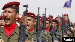 Bağdat'taki Kamp Taji'de Iraklı askerlerin yemin töreni