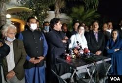 وزیراعظم عمران خان کے خطاب کے بعد اپوزیش لیڈر مریم نواز اور بلاول بھٹو زرداری میڈیا سے گفتگو کر رہے ہیں۔ 4 مارچ 2021