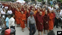 Burma's Buddhist monks stage a rally to protest against minority Rohingya Muslims in Mandalay, central Burma, September 2, 2012.