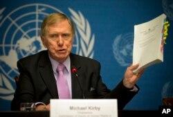 마이클 커비 유엔 북안인권조사위원회 위원장이 지난 2014년 스위스 제네바에서 열린 기자회견에서 최종 보고서 내용을 소개하고 있다.