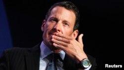 Lance Armstrong pordría tener que involucrar a su exesposa y a su abogado para cumplir el pedido de un juez.