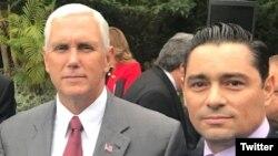 El vicepresidente de EE.UU., Mike Pence, invitó al dirigente opositor venezolano Carlos Vecchio a su residencia para un evento por el Mes de la Herencia Hispana. Oct. 11 de 2017. Foto: @carlosvecchio