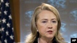24일 미 국무부에서 '2011 연례 인권보고서'를 발표하는 힐러리 클린턴 국무장관.