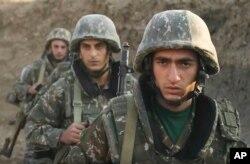 30일 아르메니아 군인들이 아제르바이잔 접경 분쟁 지역을 지키고 있다.