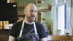 Нью-йоркський шеф втомився від життя у мегаполісі і відкрив ресторан у провінційному місті. Відео