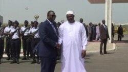 Arrivée à Dakar du président Barrow pour sa 1ère visite officielle (vidéo)