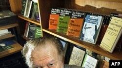 Tiến sĩ Gene Sharp đã dành cả cuộc đời nghiên cứu về chống đối bất bạo động