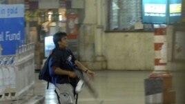 Jedan od optuženih naoružanih napadača na železničkoj stanici u Mumbaiju, 26. novembar, 2008.