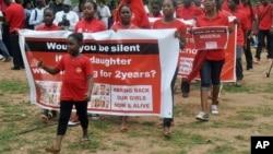 Des manifestants marchent à Abuja, au Nigeria, le 14 avril 2016.
