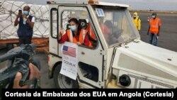 Embaixadora dos EUA em Luanda, Nina Maria Fite, na entrega de vacinas a Angola, 26 de Agosto de 2021