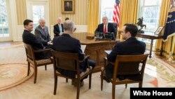 Tổng thống Trump gặp Bộ trưởng Y tế Tom Price (ảnh tư liệu, 11/2017)