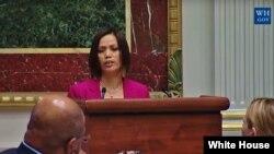 Ima Matul Maisaroh, penyintas dan aktivis anti-perdagangan manusia saat berbicara di Gedung Putih. (Foto: Dok)