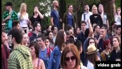 Arhiva - I novinari najavljuju protest - kadar sa postizbornih protesta na ulicama Beograda.