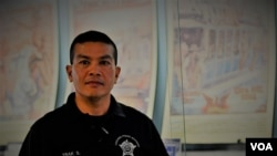 A Thai-American Chicago PD Academy instructor , Officer Trak Silapaduriyang .
