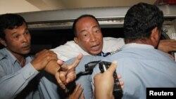 Mam Sonando, penyiar kawakan Kamboja yang berusia 71 tahun, dinyatakan bersalah atas tuduhan pemberontakan dan menjatuhkan vonis 20 tahun penjara atas Sonando (1/10). Deplu AS mengimbau pemerintah Kamboja untuk segera membebaskan Sonando dari penjara.