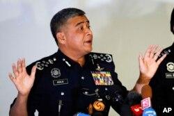 칼리드 아부 바카르 말레이시아 경찰청장이 22일 경찰본부에서 김정남 암살 사건 수사 상황을 브리핑 하고 있다.
