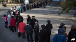 分离分子控制的乌克兰东部举行选举