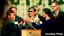 陈光诚不久前获得对华援助协会捍卫自由勇气奖