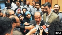 Menteri Dalam Negeri Iran, Mostafa Mohammad Najjar mengumumkan kemenangan ulama moderat Hassan Rowhani dalam Pilpres Iran (Foto: dok).