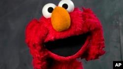 Elmo invita a los estadounidenses a salir de sus hogares y reconocer la naturaleza que nos rodea.
