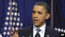 سهرۆک ئۆباما له کۆنفرانسێـکی ڕۆژنامهوانی له کۆشـکی سـپی دهدوێت، سێشهممه، 15 ی دووی 2011