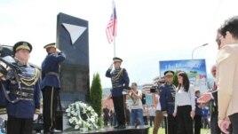 Kosova nderon ushtarët amerikanë