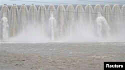 FILE - Picture of the overflowing Sardar Sarovar Narmada dam in Kavadia, 194 km (121 miles) south of the western Indian city of Ahmedabad, Aug. 10, 2012.