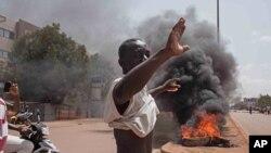 Un manifestant dans Ouagadougou, 18 septembre 2015
