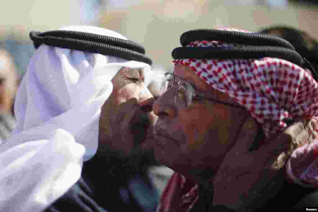 Saif al-Kasaesbeh (R), father of Jordanian pilot Muath al-Kasaesbeh, greets a mourner who turned up at the headquarters of the family's clan in the city of Karak, Feb. 4, 2015.
