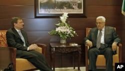 فلسطین کے صدر عباس اور امریکی نمائندہ ڈیوڈ ہیل