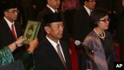 Jenderal Purnawirawan Wiranto ketika dilantik menjadi Menteri Koordinator bidang Politik Hukum dan Keamanan.