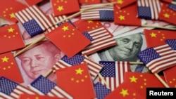 美中國旗和貨幣的圖案