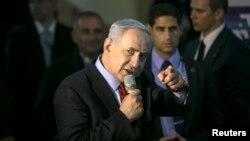 El primer ministro israrelí, Benjamin Netanyahu, hablando en un acto de campaña en Netanya, al norte de Tel Aviv.