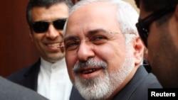 Иранскиот министер за надворешни работи Мухамед Џавад Зариф, непосредно пред преговорите во Виена