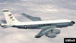 Un avion de reconnaissance américain RC-135U.