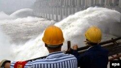 Trung Quốc từng bị lên án là không xả đủ lượng nước từ các đập thượng nguồn, gây khó khăn kinh tế cho các cộng đồng cư dân hạ nguồn sông Mekong.