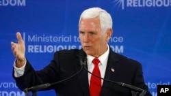 마이크 펜스 미국 부통령이 18일 워싱턴 국무부에서 열린 '종교자유 증진을 위한 장관급 회의'에서 연설했다.