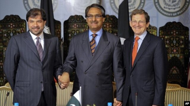 U.S. Special Representative for Afghanistan and Pakistan Marc Grossman (R), Pakistan's FM Jalil Abbas Jilani (C) and Afghan Deputy FM Jawid Ludin (L) pose for the media before their meeting at the Foreign Ministry in Islamabad, April 27, 2012.