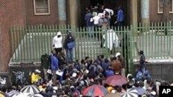 Zinengi isizalwane zeZimbabwe ezihlala kwele South Africa.