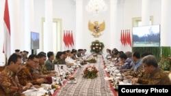 Rapat terbatas penyusunan Rancangan Undang-Undang (RUU) Omnibus Law Cipta Lapangan Kerja di Istana Bogor, Jumat 27 Desember 2019. (Foto: Humas Setneg)