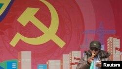2013年越共建党83周年时河内街道一景。(资料照片)