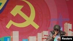 Ở Việt Nam, các ý kiến của nhóm trí thức ngoài đảng, độc lập thường không được nhóm trí thức trong đảng quan tâm và ngược lại.