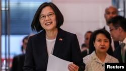 Presiden Taiwan Tsai Ing-wen tiba di Kantor Ekonomi dan Kebudayaan Taipei di New York, AS, 11 Juli 2019.