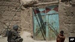 Bugun Afg'onistonning aksariyat viloyatlari mahalliy armiya zimmasiga topshirib bo'lingan. 130 000 kishilik xorijiy qo'shinlar 2014-yil oxirigacha mamlakatni tark etishi kerak