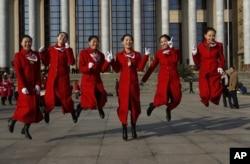 中共十八大会场的女服务员们