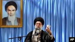 El líder supremo iraní, Ayatolá Ali Khamenei pronuncia un discurso este martes en Teherán.