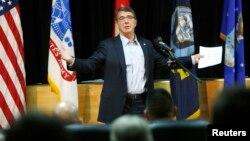 2月23日美國新任國防部長卡特從阿富汗抵達科威特城﹐在美國陸軍阿瑞坎軍營主持會議。