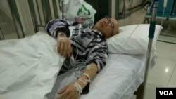 2017年5月3日,身患重病的人权活动人士胡佳在医院接受治疗。(推特图片)