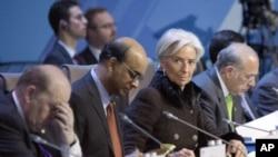 La directora del FMI, Christine Lagarde, asiste a la cumbre de ministros de finanzas del G-20 en Moscú.