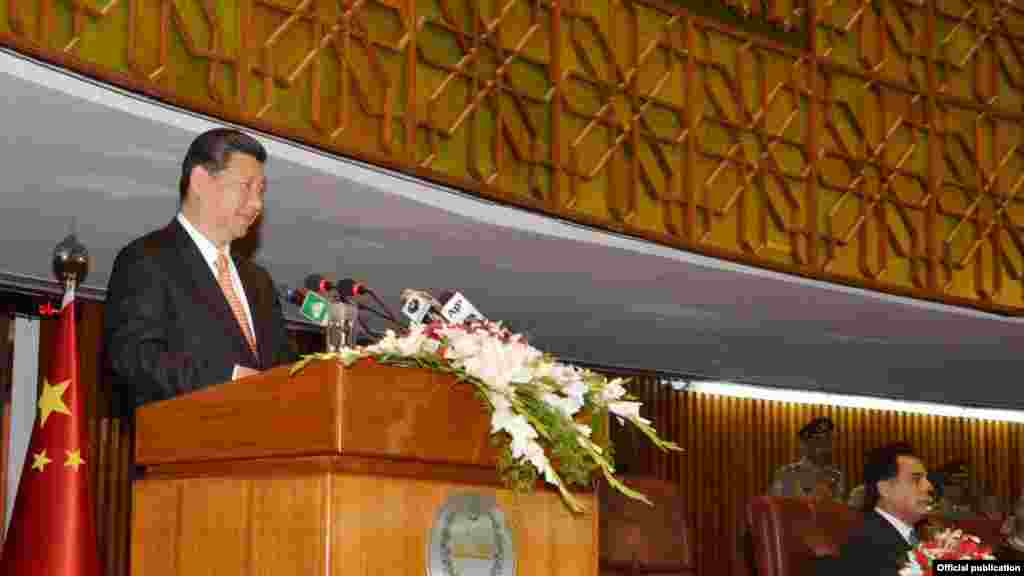 چین کے صدر شی جنپنگ پارلیمان کے مشترکہ اجلاس سے خطاب کر رہے ہیں۔